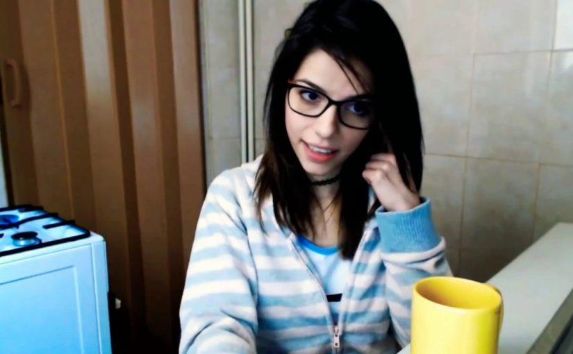 webcam girl 8875 Coffee time